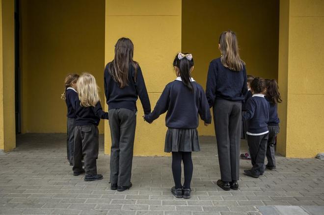 b32c4493a0f Alumnos del colegio público Monte de El Pardo de Madrid, con su uniforme.  OLMO CALVO