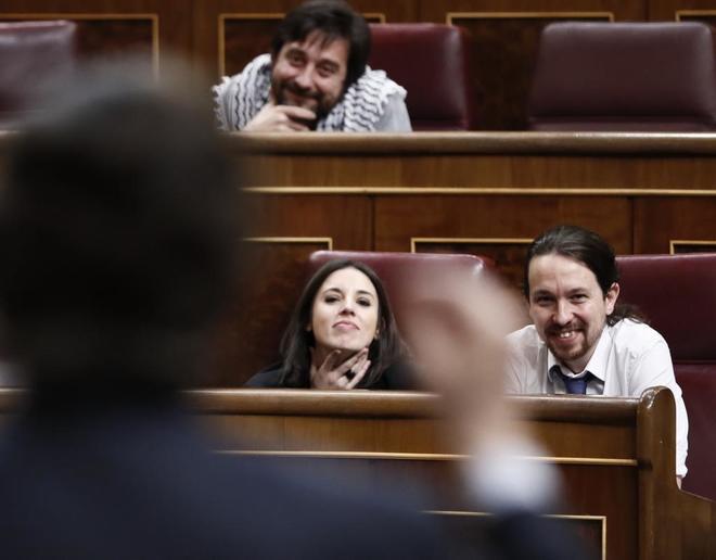 El líder de Podemos, Pablo Iglesias, y la portavoz del partido, Irene...
