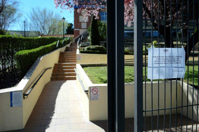 El ayuntamiento de madrid cierra la piscina de casa de for Piscina municipal casa de campo