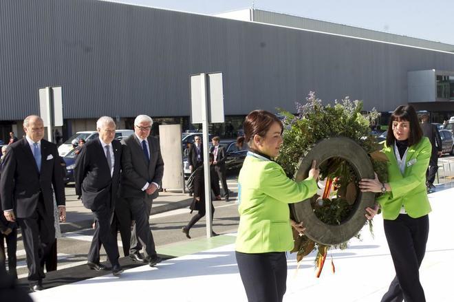 Barcelona homenajea a las víctimas del avión siniestrado de la compañia Germanwings en el Aeropuerto de el Prat.