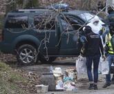 Agentes de la Guardia Civil recuperan material explosivo de un zulo de...