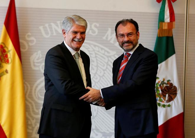El ministro  Dastis junto a su mexicano Luis Videgaray durante su encuentro en México D.F.