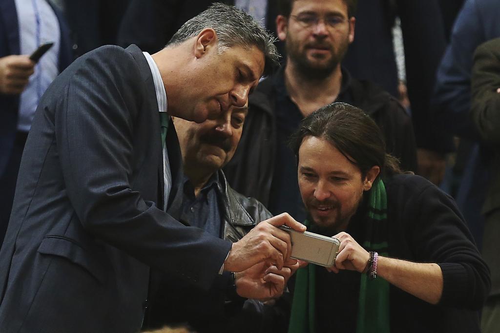 El coordinador general del PP catalán, Xavier García Albiol (i),...