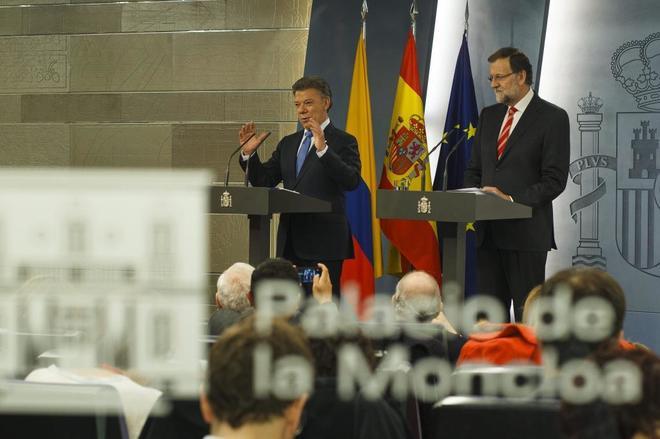 José Manuel Santos y Mariano Rajoy, en rueda de prensa en La Moncloa...