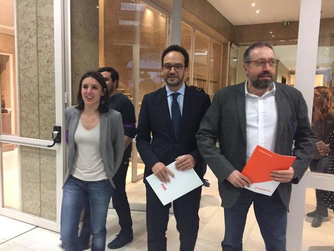 Irene Montero, Antonio Hernando y Juan Carlos Girauta, al registrar la...