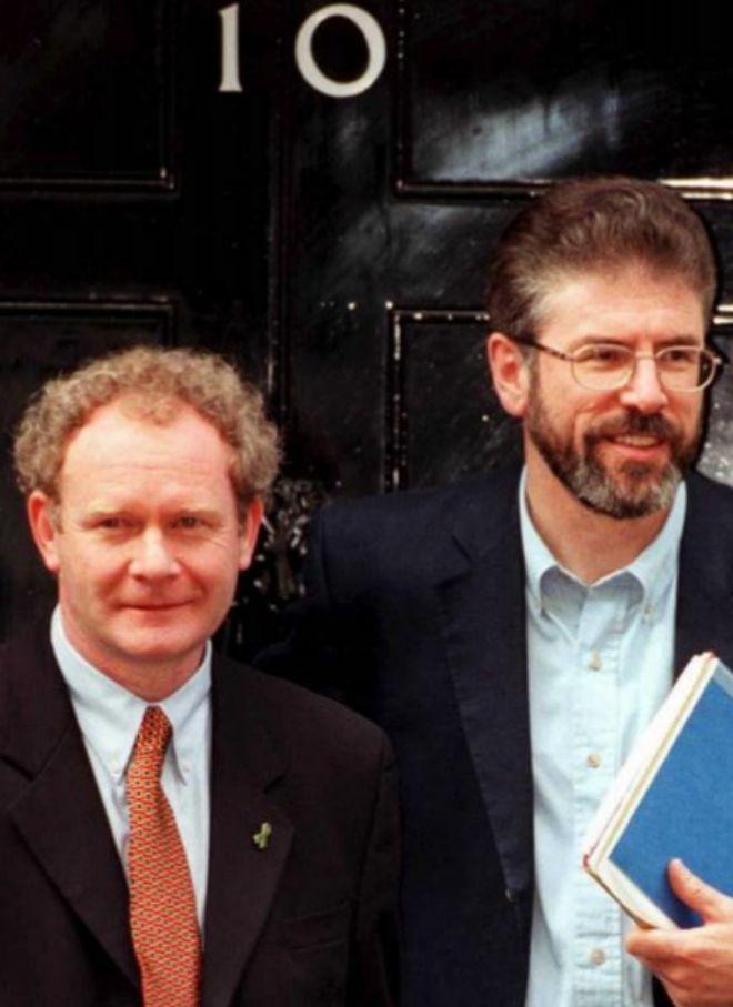 McGuinness y Adams, en Downing Street en 1999.