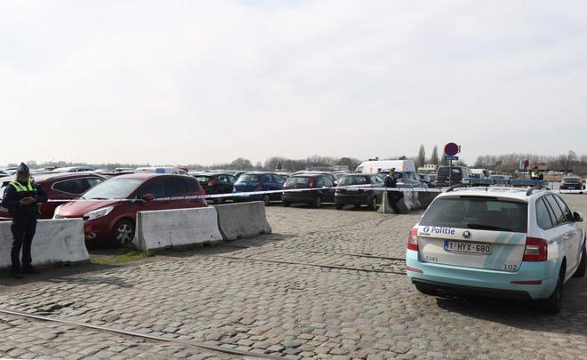 La policía ha establecido un perímetro de seguridad en los muelles de Amberes, donde han detenido al conductor.
