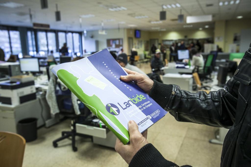 El 68 de los pagos indebidos de rgi desde 2012 est en for Oficina de empleo vitoria