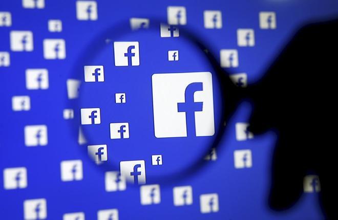 Pantalla con logotipos de Facebook, red social con 29 millones de...