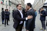 Albert Rivera y Antonio Hernando se saludan ayer en la puerta del...