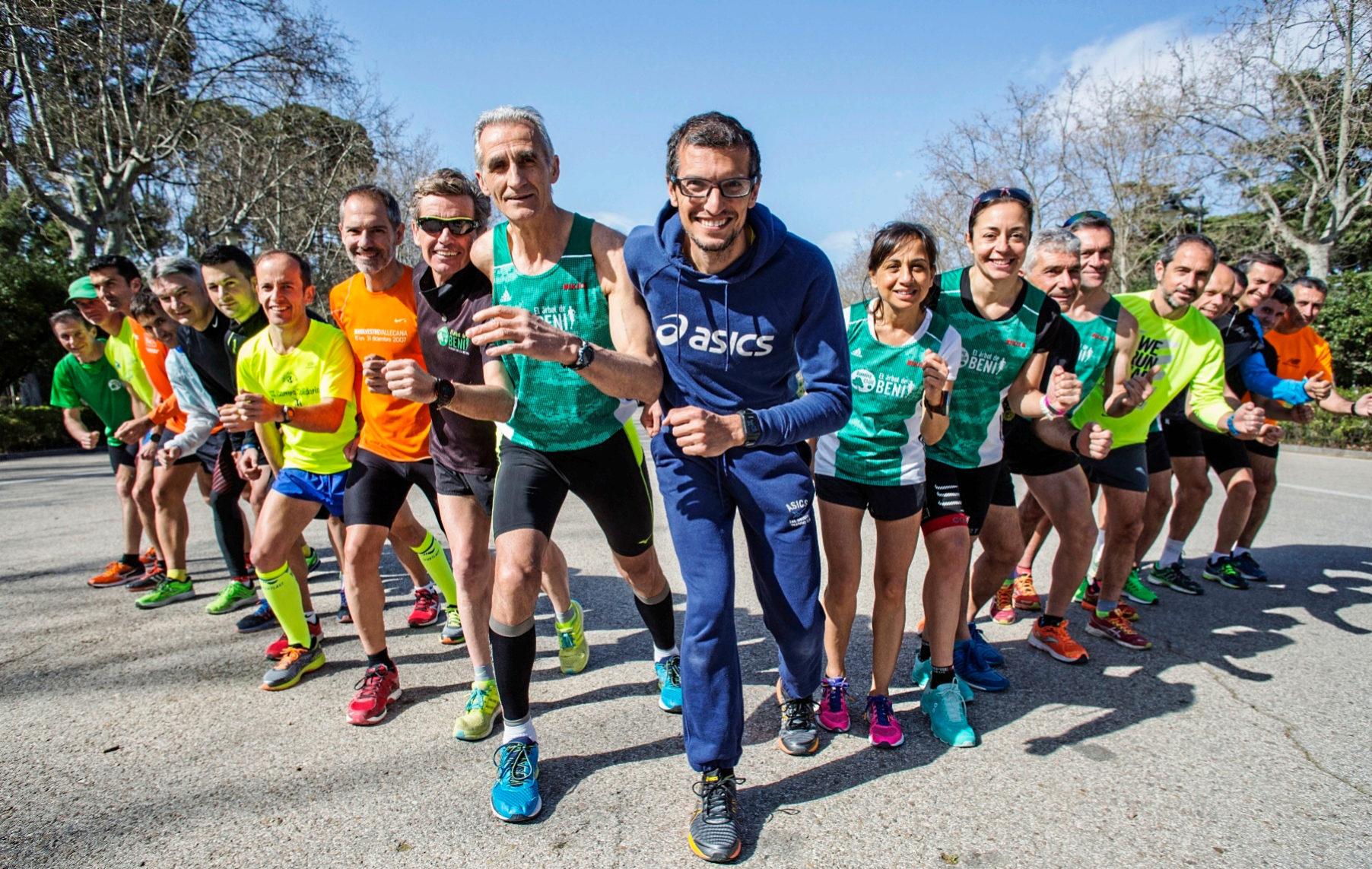 Pablo Villalobos, en el centro de la imagen, junto a Beni, el...