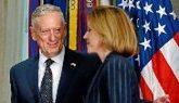 La ministra de Defensa, María Dolores de Cospedal, y el responsable...