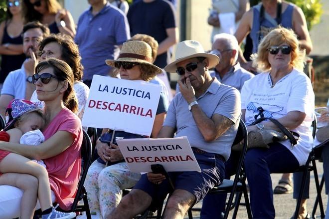 Acto en Angrois (Santiago) en recuerdo de las víctimas del tren Alvia