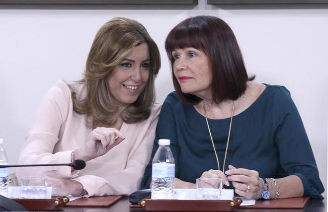 Susana Díaz y Micaela Navarro, durante una reunión de la junta directiva del PSOE andaluz.