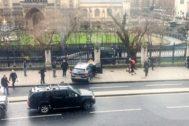 Miércoles, 14:40. Elms se empotra contra la verja del 'Big Ben'. Mata a 4 personas