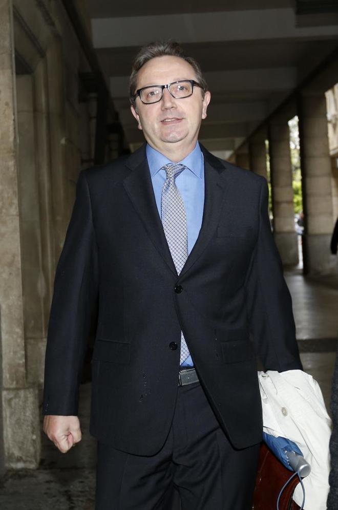 El ex consejero de Empleo, Manuel Recio, este lunes en los juzgados de Sevilla.