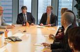 Puigdemont, hoy, durante una reunión con varios miembros del Centro...