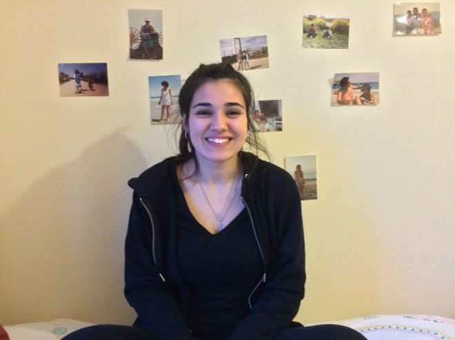 Miriam Carillo, graduada en Pedagogía Infantil, no encontró trabajo en España y sí en el Reino Unido.