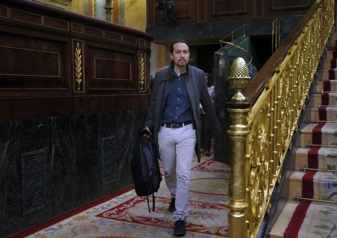 El líder de Podemos, Pablo Iglesias, antes de comenzar el pleno en el Congreso.