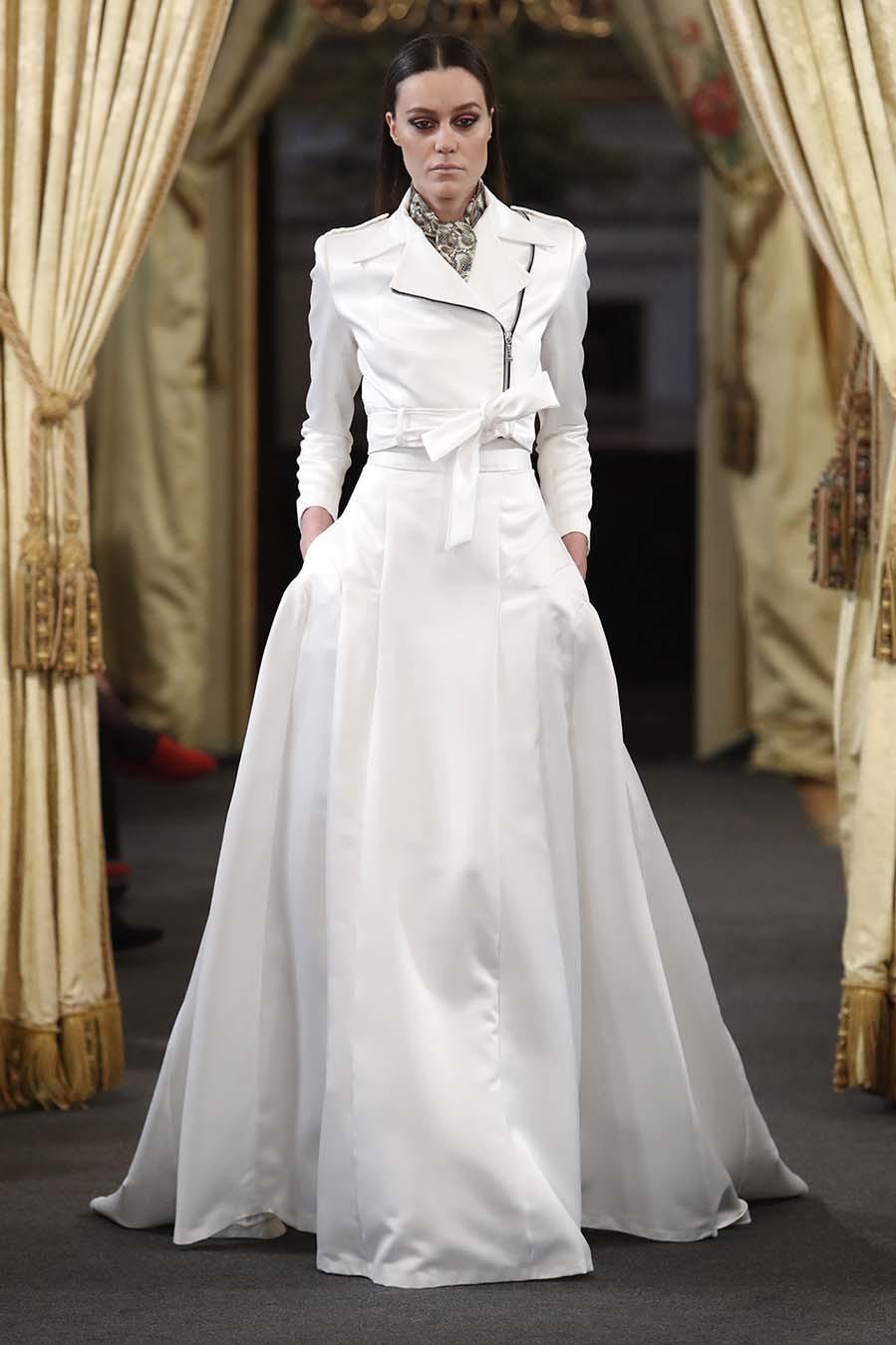 Los vestidos de novia más originales - Novias con monos, mangas ...