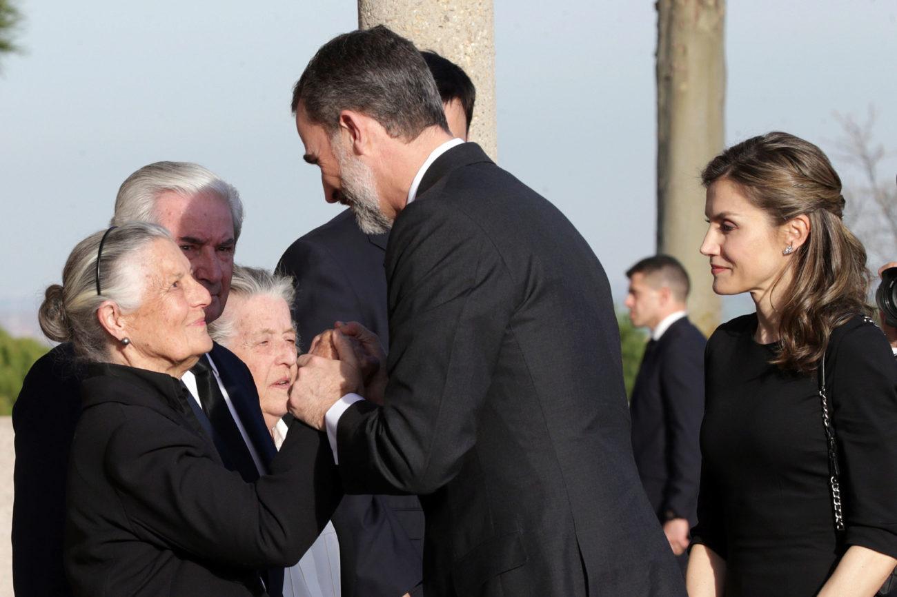 Los Reyes Felipe y Letizia han querido también despedir a la infanta...