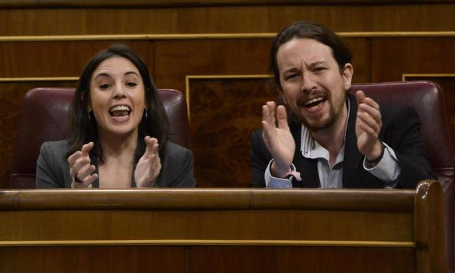 El líder de Podemos y la portavoz del partido, Pablo Iglesias e Irene...