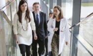 El president de la Generalitat, Ximo Puig, junto a la consellera de Sanidad, Carmen Montón, en una visita reciente al Hospital la Fe.