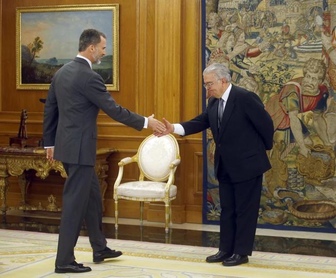 El Rey Felipe VI saluda hoy al nuevo presidente del Tribunal...