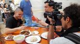 El director de 'El xef', David F. Miralles, toma imágenes del...