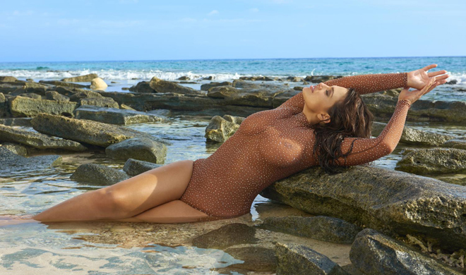 Ashley Graham en una de las fotos de Sport Illustrated que la modelo...