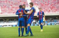 Los jugadores del Barça B celebran uno de los goles al Eldense.