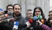 Pablo Iglesias, con Cassandra Vera la pasada semana en el Congreso.