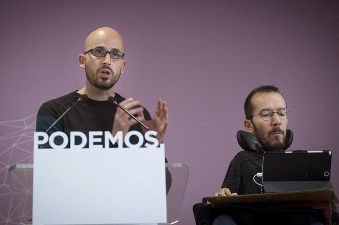 Pablo Echenique, portavoz del Consejo de Coordinación de Podemos, y el responsable de Economía, Nacho Álvarez, hoy, en rueda de prensa.