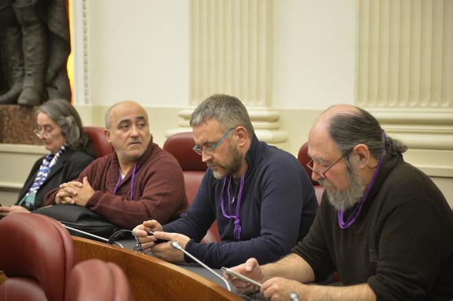 Los críticos de Podemos, Martín, Trujillano y Celorio, junto a la oficialista Asela Ortiz de Murua.
