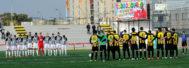 Los integrantes del Paterna y Castellón guardan un minuto de silencio antes del partido