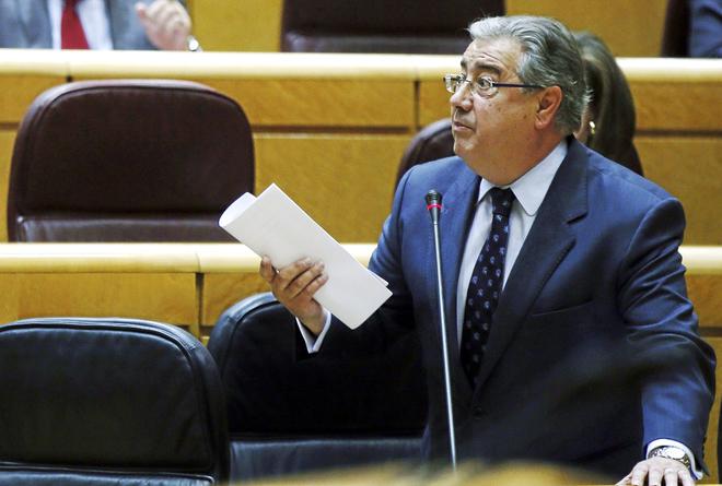 El ministro del Interior, Juan Ignacio Zoido, ayer, interviniendo en la sesión de control al Gobierno en el Senado.