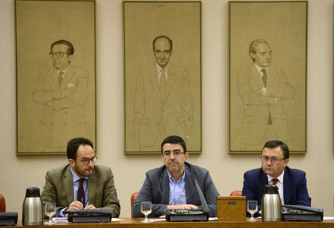 El 'número dos' de la Gestora, Mario Jiménez, ayer, en la reunión...