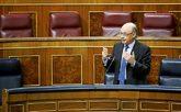 El ministro de Hacienda, Cristóbal Montoro, ayer, interviniendo desde...