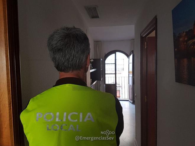 Sevilla declara la 39 guerra 39 al alquiler ilegal de balcones for Alquiler de apartamentos en sevilla para semana santa