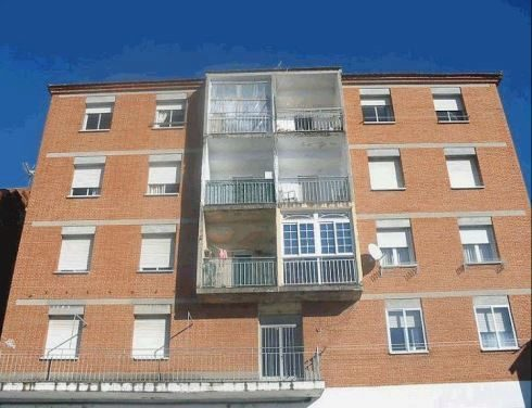 Adif subasta siete casas y nueve parcelas en la comunidad for Subastas de pisos en madrid