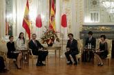 Los reyes, en un encuentro con el primer ministro de Japón, Shinzo...