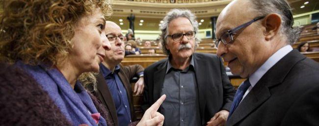 El ministro de Hacienda habla con diputados catalanes este miércoles...