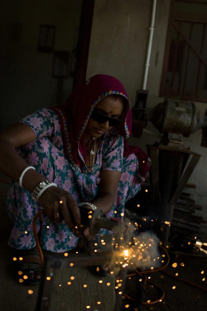 Una Escuela En La India Ense 241 A A Las Mujeres A Llevar La
