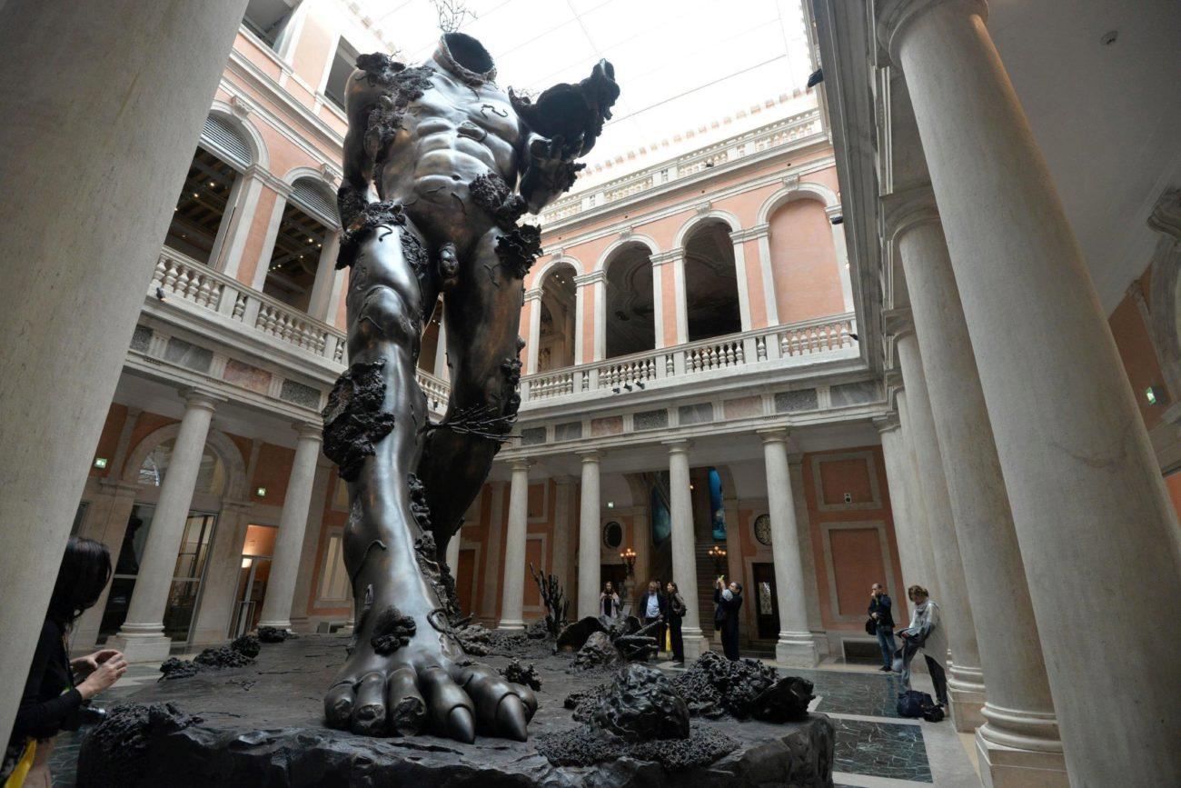 Resultado de imagen para damien hirst exposición en venecia