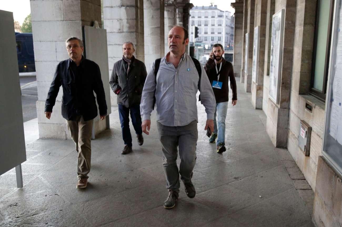 Jean Noël Etcheverry, uno de los mediadores, llega al Ayuntamiento...