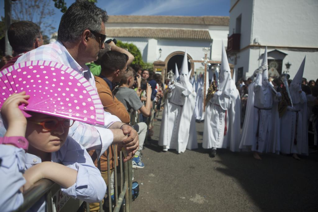 La Cruz de guía de la Hermandad de la Paz de Sevilla inaugura las...