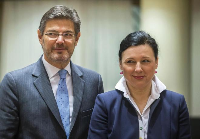 Rafael Catalá junto a la comisaria europea para la Justicia, Vera...