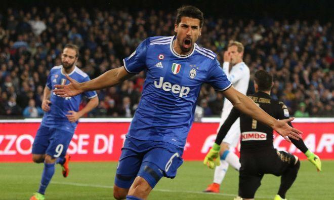 Khedira celebra un gol al Nápoles, la pasada semana, en el estadio San Paolo.