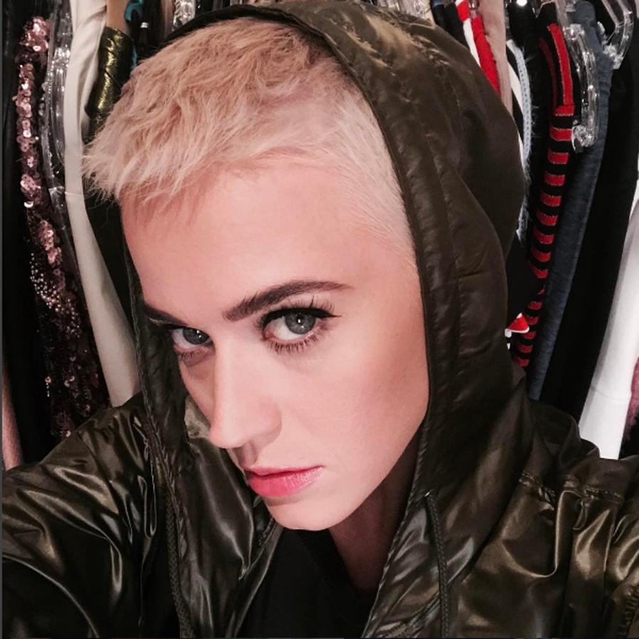 La cantante ha publicado en las redes sociales su nuevo corte de pelo,...