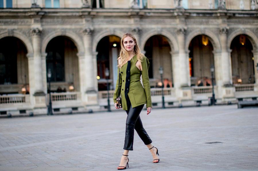 Chiara Ferragni, con look militar, en la Paris Fashion Week